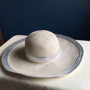 Excellent Magid floppy silvery sun / beach hat